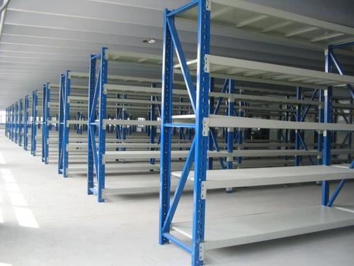 中型货架在企业仓库中的特点有哪些