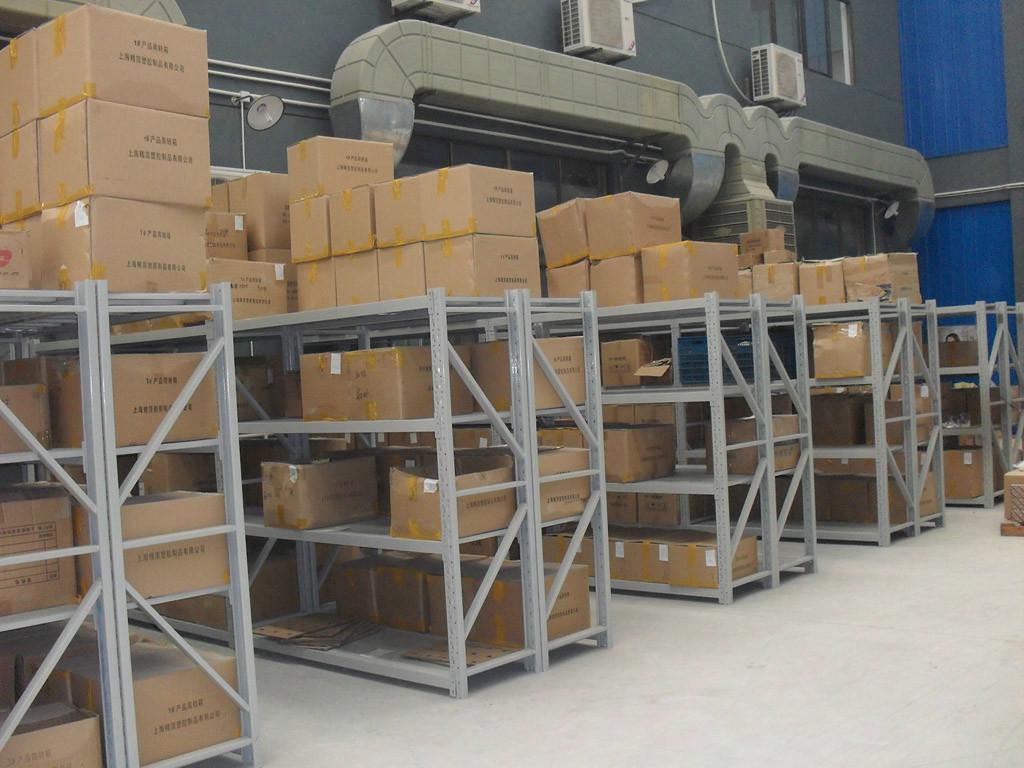 牛腿式货架和横梁式货架的区别及使用