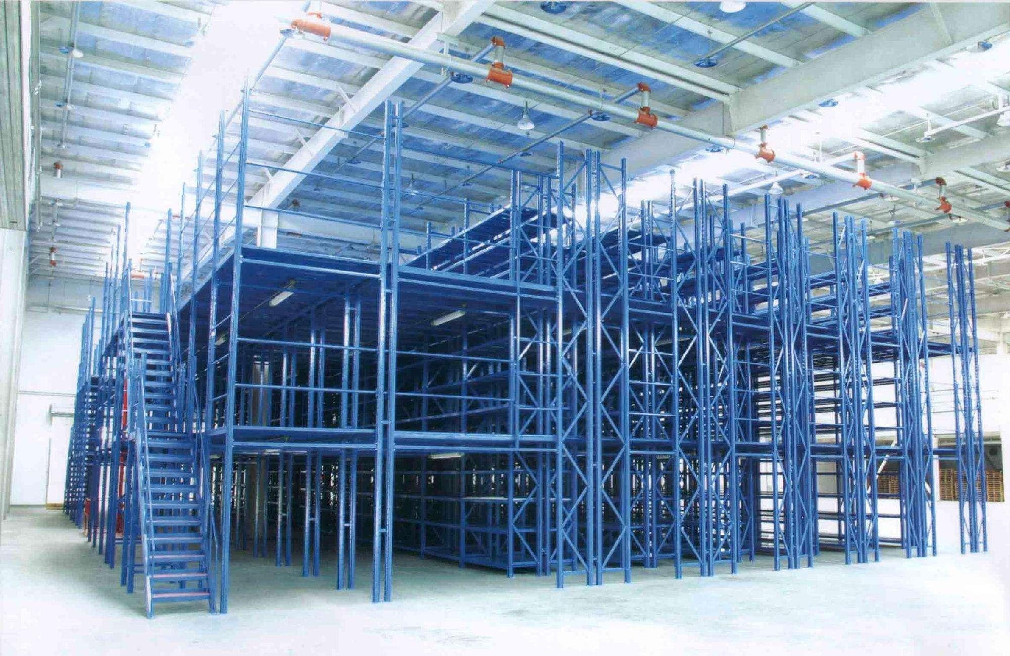 存储腐蚀性强的货物使用什么类型的货架