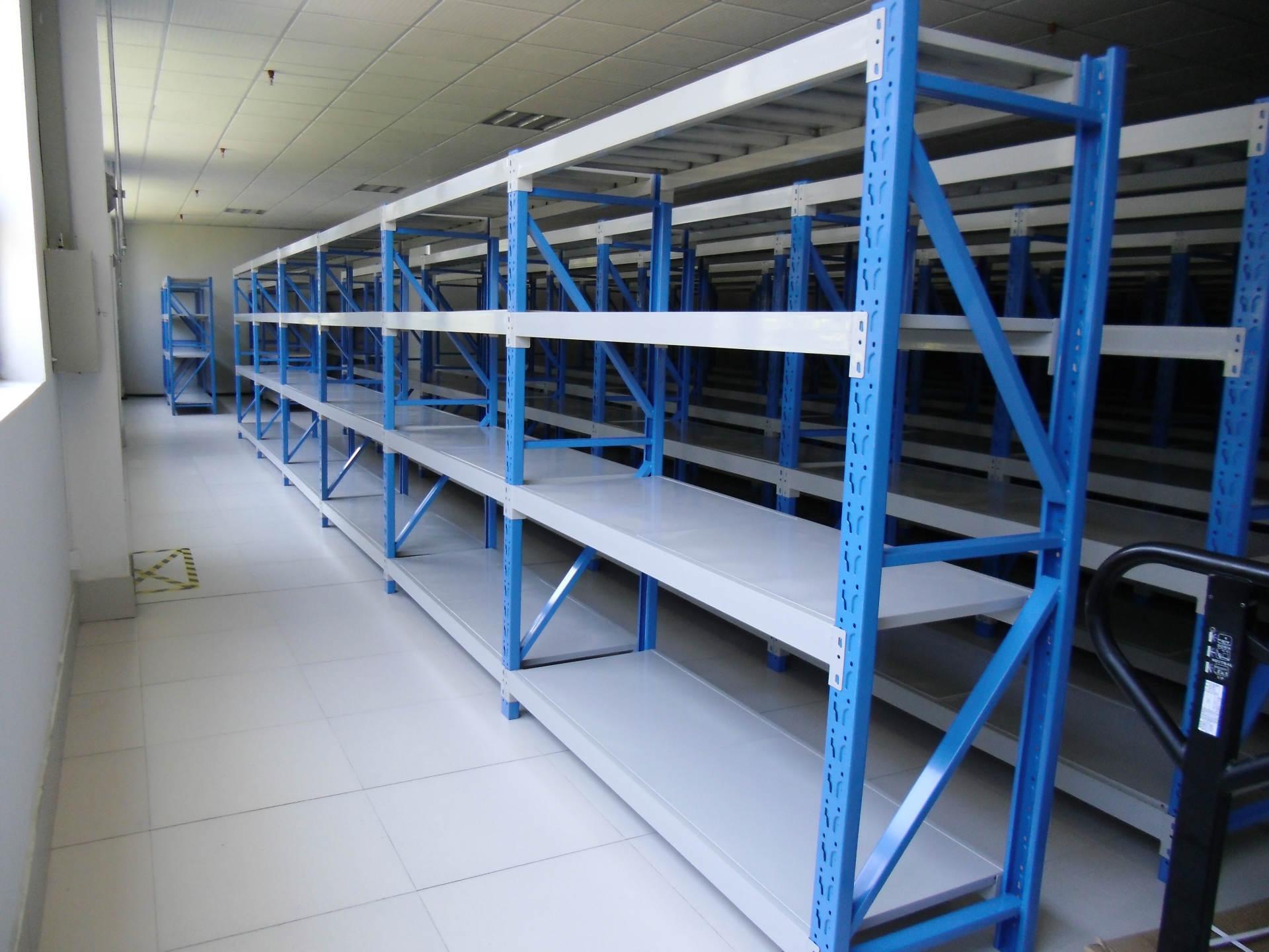 层板组合货架有哪些结构部件,如何安装