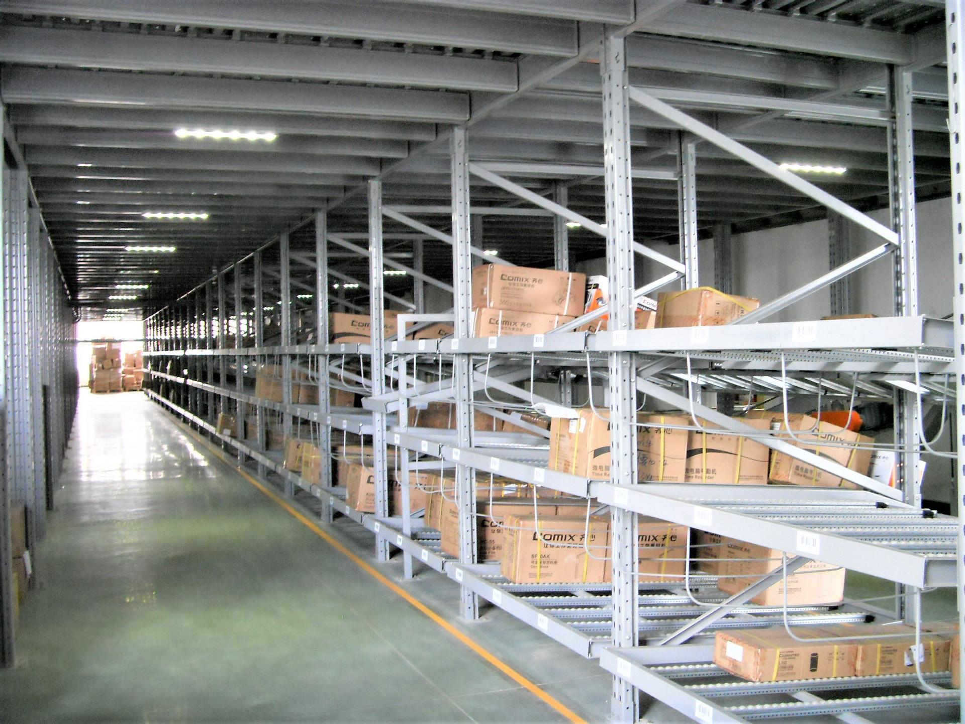 仓储货架厂家为您介绍三种常见的先进先出货架