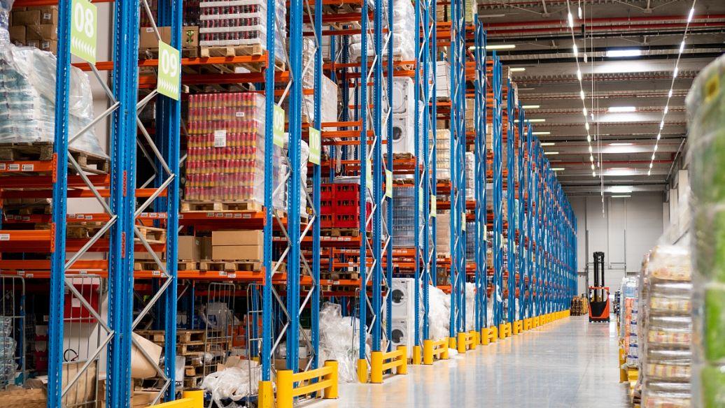 货架厂家浅析:制造业仓库如何选存储货架