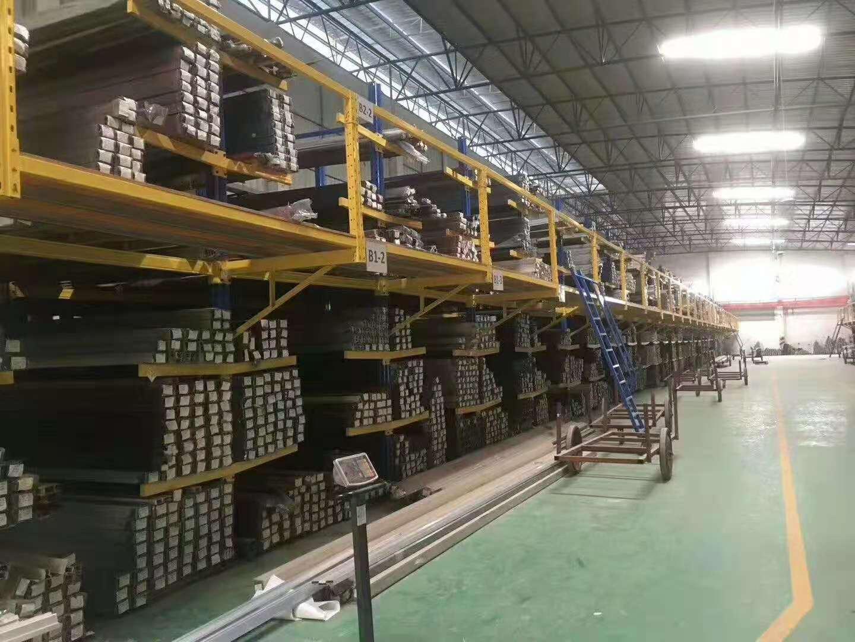 仓储货架在使用时一定要注意这些安全隐患