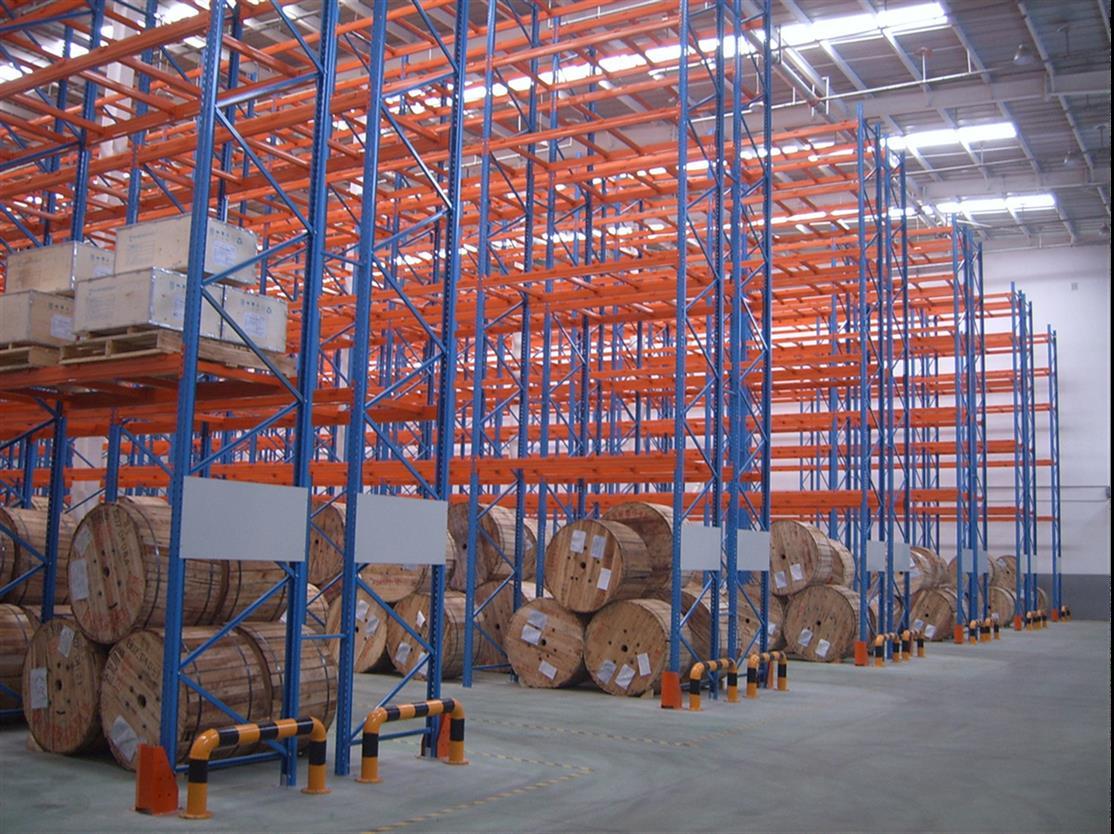 仓储贯通式货架的优缺点有哪些?